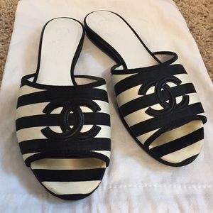 Chanel Black and White Slide Sandals Authentic 38
